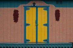 Gekennzeichnete Mexiko-Art-Scheunen-Tür lizenzfreie stockfotos