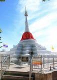 Gekippter Pagodenweißbuddhismus Stockfoto