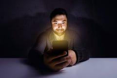 Gekke concept van de mensen het mobiele telefoon Stock Afbeelding