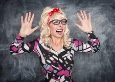 Gekke gillende retro vrouw Stock Foto