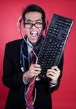Gekke zakenman met toetsenbord en kabels Stock Fotografie
