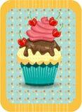 Gekleurd, geïsoleerd cupcake met rode gestippelde cherris, Royalty-vrije Stock Foto