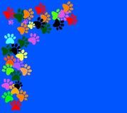 Gekleurd pawprints op blauwe achtergrond vector illustratie