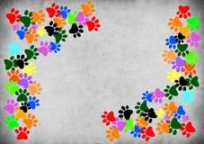 Gekleurd pawprints op grijze grungeachtergrond stock illustratie