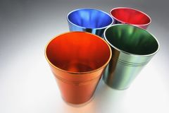 Gekleurd Tin Cups royalty-vrije stock foto