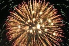 Gekleurd vuurwerk bij nacht Royalty-vrije Stock Afbeelding
