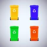 Gekleurde afvalbakken met het gesloten deksel Stock Afbeelding