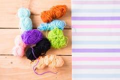 Gekleurde ballen van garen De Kleuren van de regenboog Stock Afbeeldingen