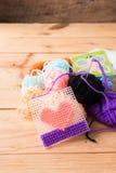 Gekleurde ballen van garen De Kleuren van de regenboog Stock Foto's