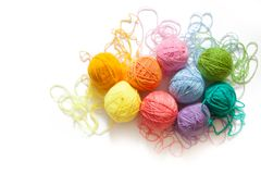 Gekleurde ballen van garen Mening van hierboven De Kleuren van de regenboog Al colo Royalty-vrije Stock Afbeelding