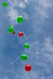 Gekleurde ballons op hemel Royalty-vrije Stock Foto's
