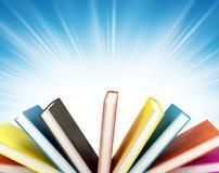 Gekleurde boeken op achtergrond royalty-vrije stock afbeeldingen