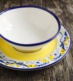 Gekleurde ceramische platen Stock Afbeeldingen