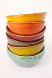 Gekleurde Ceramische Schotels Stock Foto's