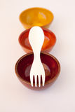 Gekleurde Ceramische Schotels met Witte Spork Stock Foto's