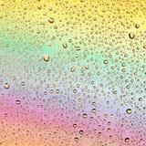 Gekleurde dalingen op een regenboogachtergrond Royalty-vrije Stock Afbeelding