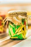 Gekleurde deegwaren in glaskruik Royalty-vrije Stock Foto