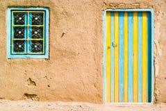 Gekleurde deur in de woestijn Royalty-vrije Stock Afbeeldingen
