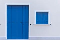 Gekleurde deuren en vensters Royalty-vrije Stock Afbeeldingen