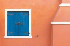 Gekleurde deuren en vensters Royalty-vrije Stock Foto's
