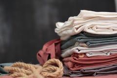 Gekleurde die artikelen van linnen worden gemaakt Stock Foto