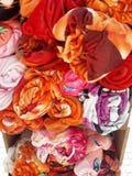 gekleurde die dekens op de straat worden blootgesteld stock afbeelding