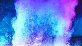 Gekleurde die Inkt in Water wordt gelaten vallen stock videobeelden