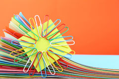 gekleurde documenten met paperclips royalty-vrije stock afbeelding