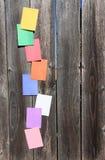 Gekleurde documenten op het hout Stock Afbeeldingen
