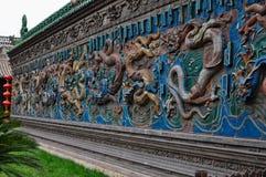 Gekleurde draakmuur royalty-vrije stock afbeeldingen