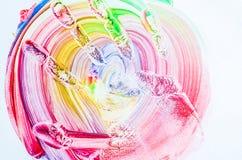 Gekleurde drukken van handen op een witte achtergrond Stock Afbeelding