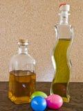 Gekleurde eieren en likeuren Royalty-vrije Stock Afbeelding