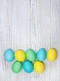 Gekleurde eieren op een witte achtergrond Royalty-vrije Stock Foto