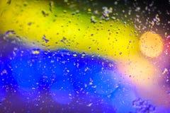 Gekleurde gele en blauwe textuur, onscherpe dalingen van water en licht Stock Afbeeldingen