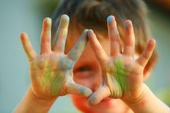 Gekleurde handen stock foto's