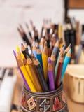 Gekleurde houten kleurpotloden Stock Foto's