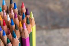 Gekleurde houten potloden Stock Afbeeldingen