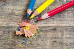 Gekleurde houten potloden van primaire kleur Royalty-vrije Stock Foto's