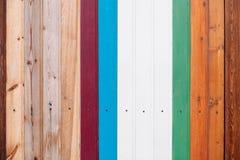 Gekleurde houten raad met de achtergrond van de schroeventextuur royalty-vrije stock afbeelding