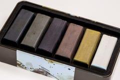 Gekleurde houtskoolstokken voor tekening Stock Foto's