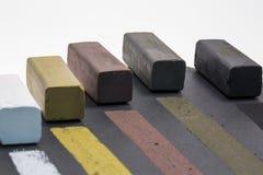 Gekleurde houtskoolstokken voor tekening Stock Foto
