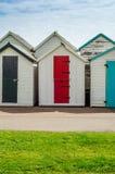 Gekleurde huizen op het strand, kleurrijke deur aan de zomerplattelandshuisjes, s Stock Afbeelding