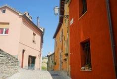 Gekleurde huizen Serra San Quirico Royalty-vrije Stock Foto