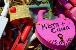 Gekleurde huwelijkssloten Stock Fotografie