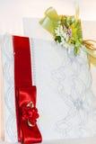 Gekleurde huwelijksuitnodigingen royalty-vrije stock foto