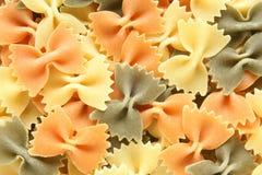 Gekleurde Italiaanse deegwaren (Farfalle) Royalty-vrije Stock Afbeeldingen