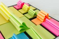 Gekleurde kleverige nota's Royalty-vrije Stock Afbeeldingen