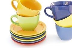 Gekleurde koppen en platen stock foto