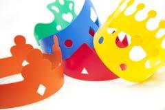 Gekleurde kronen Stock Afbeeldingen