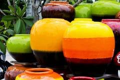 Gekleurde kruiken. stock foto
